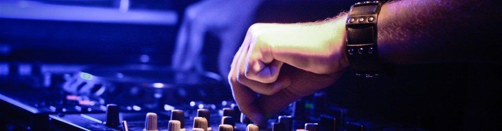 Guide til valg af DJ – 15 spørgsmål du bør stille din DJ!